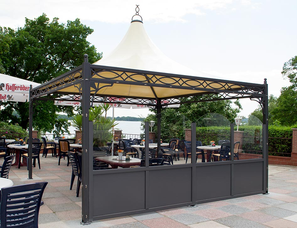 pavillon roma 4x4 mit windschutzwand auf einer restaurant terrasse. Black Bedroom Furniture Sets. Home Design Ideas
